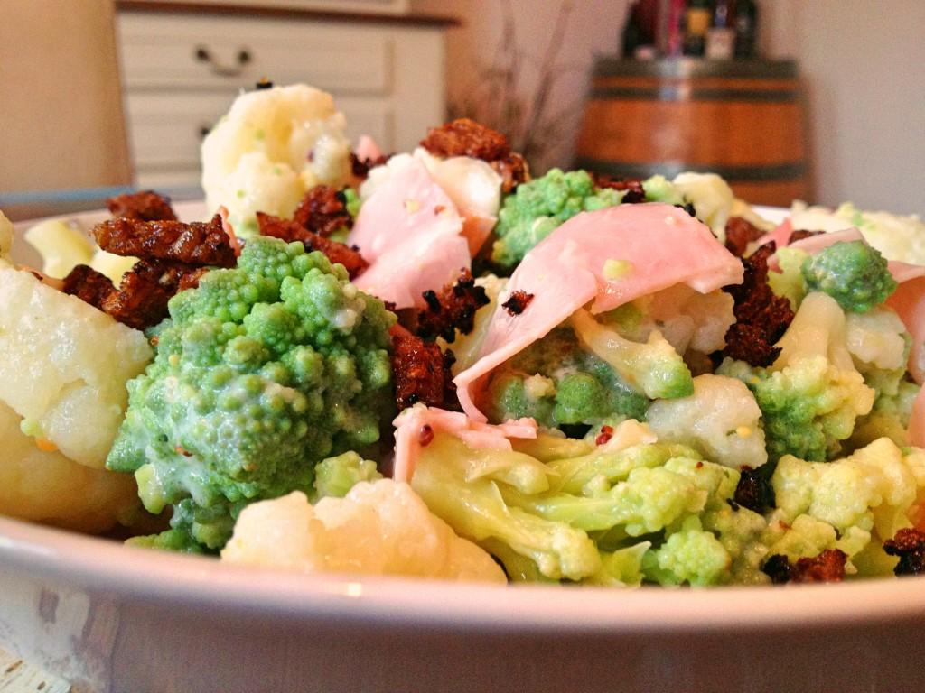 gem seschatz leichter romanesco blumenkohl salat mit schwarzbrotknusper. Black Bedroom Furniture Sets. Home Design Ideas